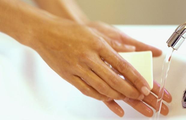 Удаление монтажной пены с рук