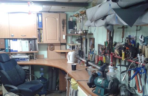 Верстак в гараже
