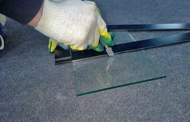 Стеклорез для работы со стеклом