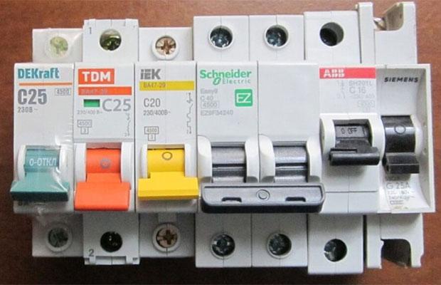 Чтобы электроприборы в доме работали без перебоев, нужно серьезно подойти к выбору аппарата