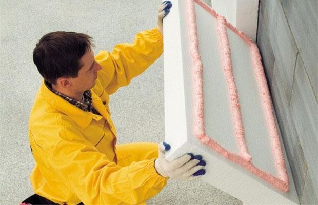 Теплоизолирующие и конструкционные панели из пенопласта монтируются путем приклеивания