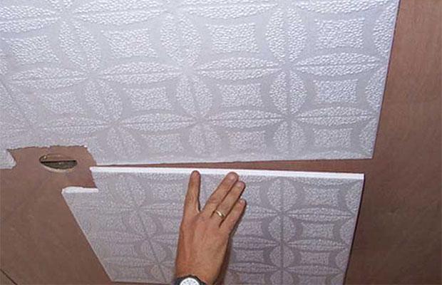 Пенопласт к потолку можно приклеить акриловой шпаклевки