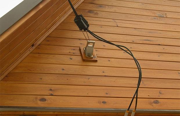 Для длинного кабеля лучше сделать дополнительные опоры