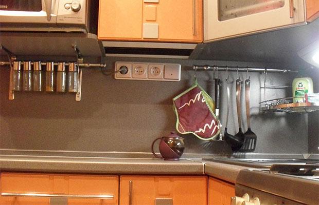 Необходимо предусмотреть розетки для всех бытовых приборов в кухне
