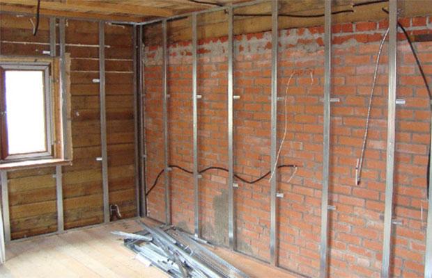 Обрешетка стен дает возможность скрытой прокладки кабелей и труб.