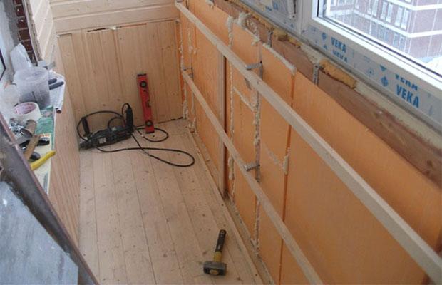 Технология утепления стен пеноплексом предусматривает закладку утеплителя после завершения монтажа каркаса под обшивку гипсокартоном