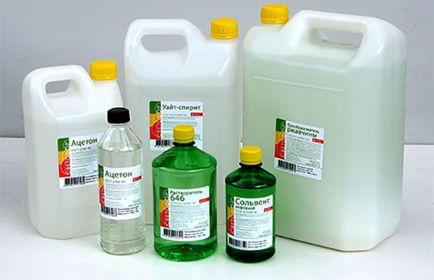Неплохих результатов по удалению пены можно добиться, используя очищенный бензин или уайт-спирит