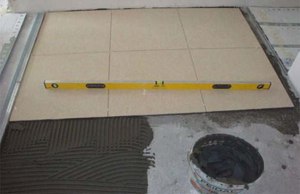 """Цементный раствор прекрасно подходит для укладки """"легкой"""" плитки, а также для работ в подвальных и нежилых помещениях"""