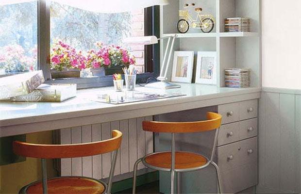 Высота подоконника в детской равна 70 см, поскольку чаще всего около окна устанавливается письменный стол или подоконник вовсе используется в качестве этого предмета мебели