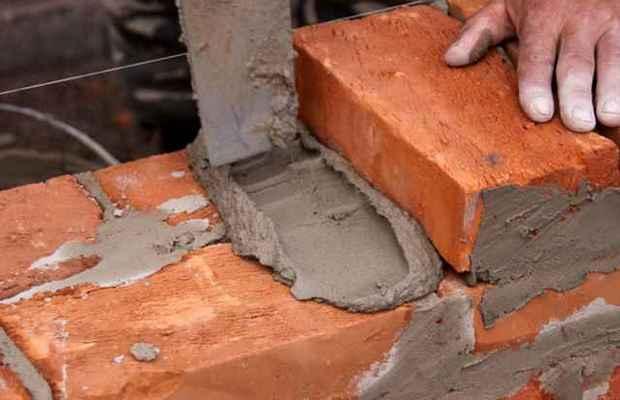 Правильная кладка кирпичей на глиняный раствор