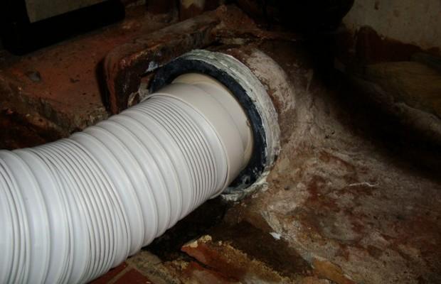 Пластиковая гофра для подключения унитаза