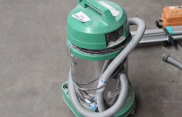 Hitachi - известный бренд по производству строительных пылесосов