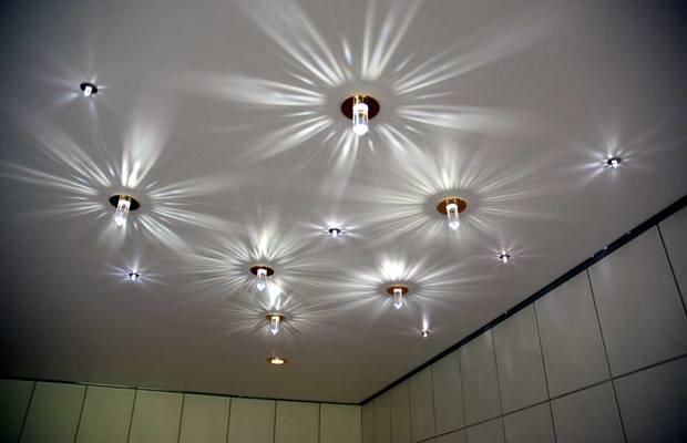 Тточечный светильник украсит потолок