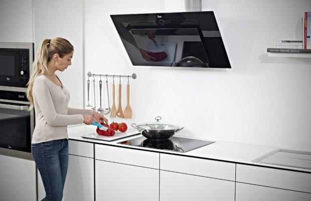 Островная вытяжка экономит пространство в кухне