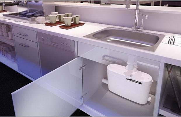 Санитарный насос установленный на кухне