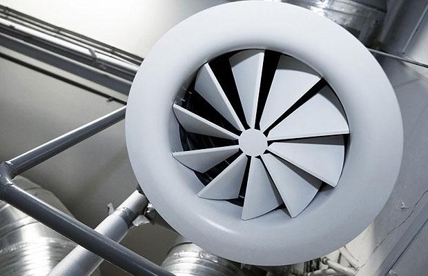 Циркуляция воздуха обеспечивается за счет работы вентиляторов