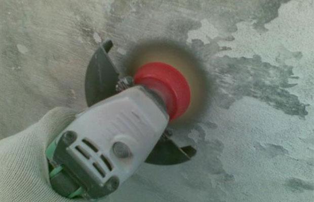 При удалении краски болгаркой будет очень много пыли