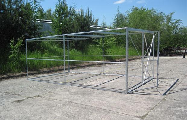 Особенности создания каркаса и ворот гаража из профилированного листа