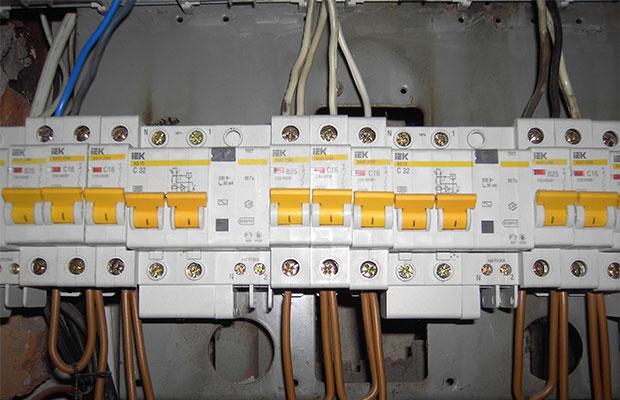 Для бытовых электросетей предназначены 2-полюсные модули
