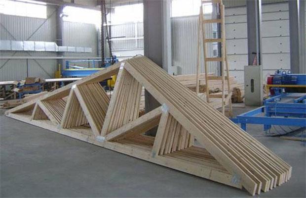 Перед строительством деревянного основания, нужно обработатьвсе элементы противопожарными и антисептическими растворами