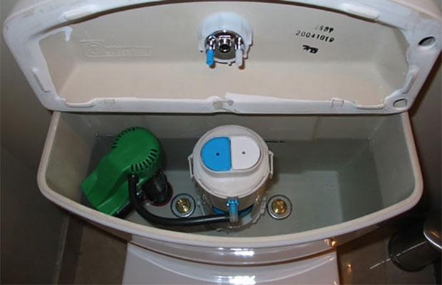 Двухступенчатая кнопкадает возможность спускать толькочасть воды
