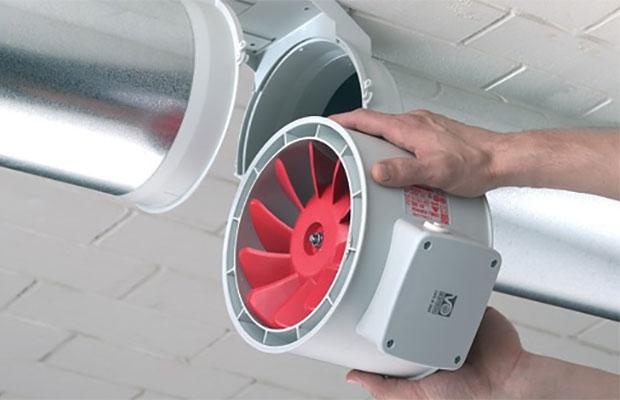Вытяжные вентиляторынеобходимы для постоянного вытягивания запахов и воздуха из помещения