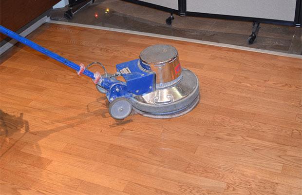 Плоскошлифовальный агрегат применяется для финишной шпаклевки (убирает мелкие неровности и царапинки)