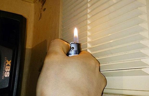 Естественную вытяжку можно проверить с помощью спичек, зажигалки или листа бумаги