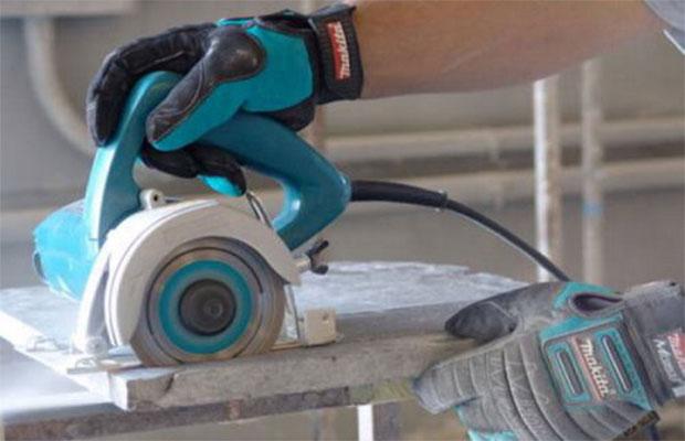 Электрическим плиткорезом можно быстро и легко разрезать без сколов