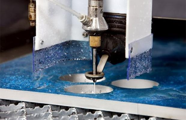 Сделать из керамогранита сложные фигуры можно при помощи гидроабразивного метода