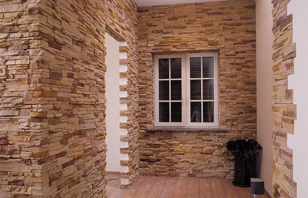 Искусственный камень - дорогой материал, который хорошо подойдет для отделки любой комнаты
