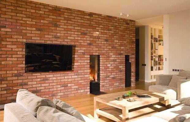 Некоторые варианты клинкерной плитки подойдут для отделки стен внутри помещения