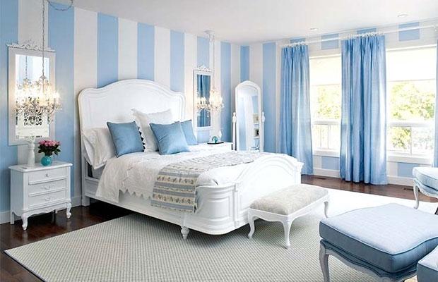 Голубые и синие оттенки хорошо подходят для спальни, так как эти цвета помогают расслабиться, успокоиться