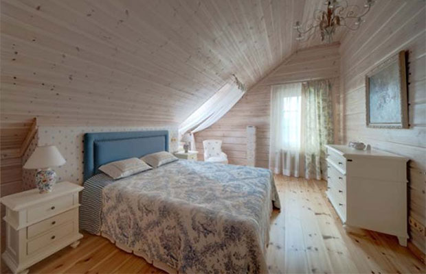 При отделке стен, пола и потолка следует обратить внимание на натуральные материалы