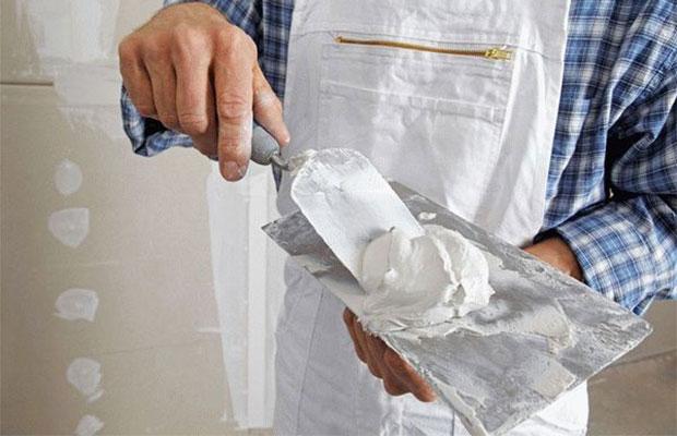 ШпаклМасляно-клеевая шпатлевка очень быстро сохнет, что существенно сокращает время ремонтных работёвка масляно-клеевая – разбираемся в достоинствах и ищем недостатки