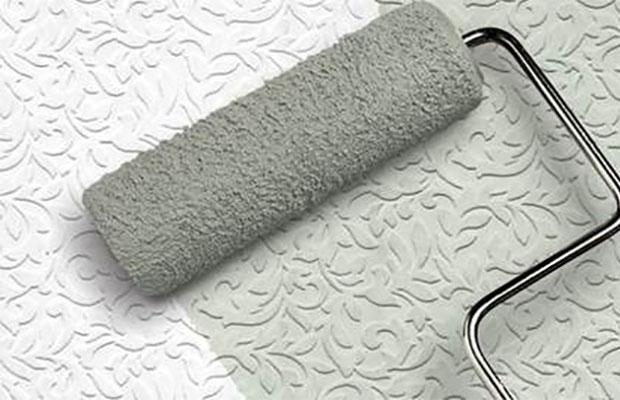 Латексная краска хорошо подходит для флизелиновых обоев, имеющих рельефную фактуру