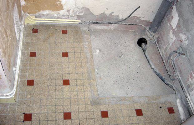 Душевые поддоны обычно устанавливают в углу комнаты
