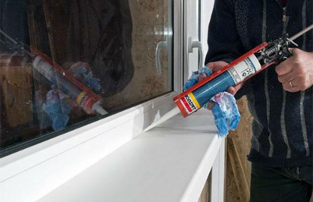 Для работ внутри помещения лучше всего выбрать полимерный или силиконовый герметик