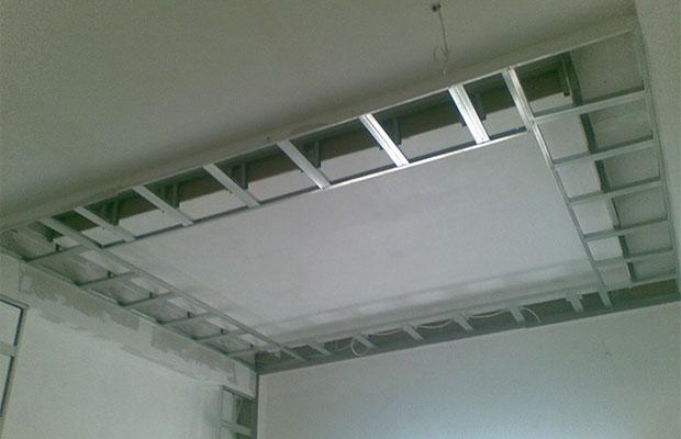Каркас под гипсокартон на потолок несложно собрать самостоятельно