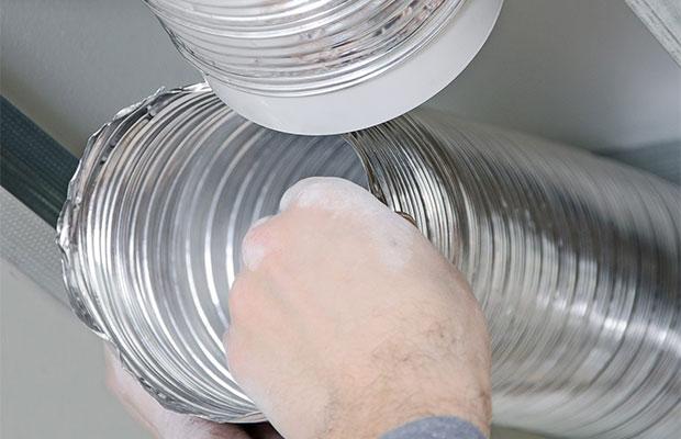 Для устройства вентиляционной системы нужно разместить элементы воздуховода во всех комнатах и подвести вентканалы к центральному стояку