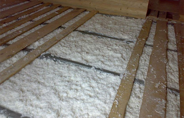 Утеплить пол в деревянном доме достаточно просто и под силу любому хозяину