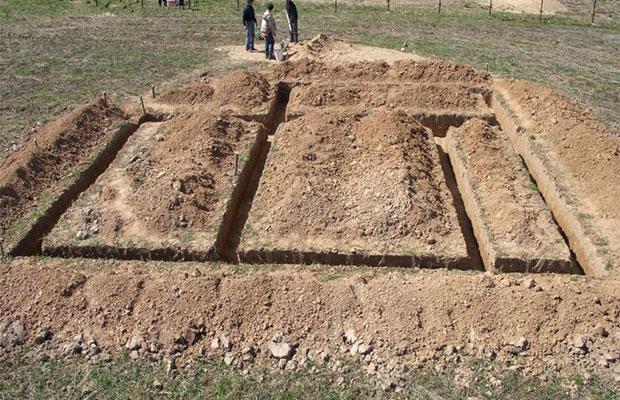 Первый этап строительства - земляные работы, стоимость которых зависит от многих факторов