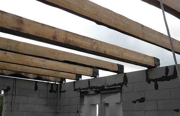 Для надежности перекрытия важно рассчитатьсечение балок и шаг установки