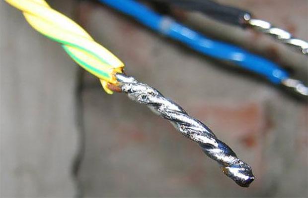 Помимо низкой цены уалюминиевых проводов практически нет достоинств