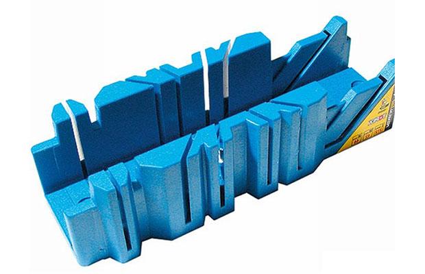Стусло - это пластиковый прямоугольный короб со специальными прорезями на боковых сторонах