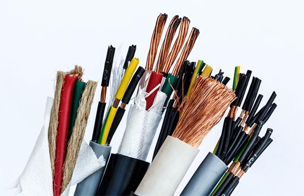 Выбор сечения и типа кабеля зависит от электрической нагрузки квартиры, которую нужно правильно рассчитать