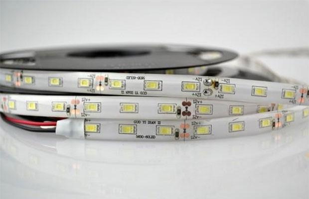 Светодиоидная лента представляет собой полоску из диэлектрика, на которой размещены диоды