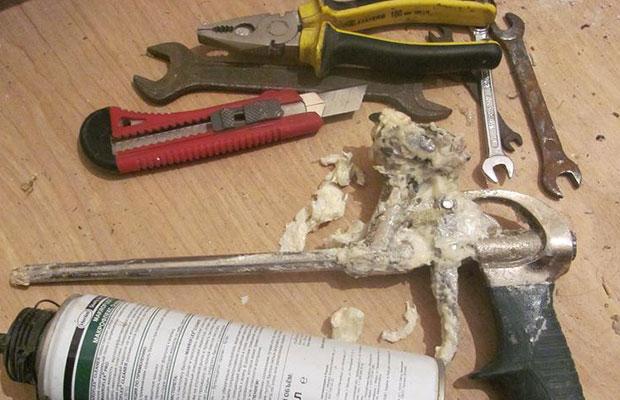 Очистка инструмента с помощью специальных средств