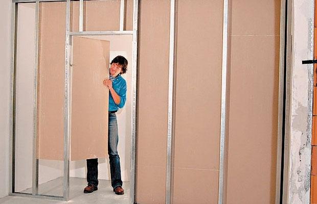 При возведении перегородок в неотапливаемых помещениях ГВЛ лучше гипсокартона