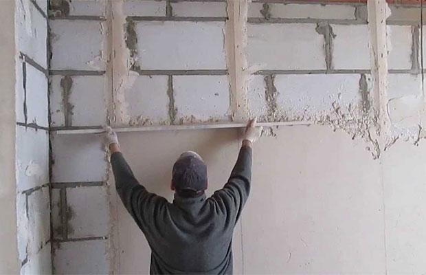 Стена должна быть максимально ровной